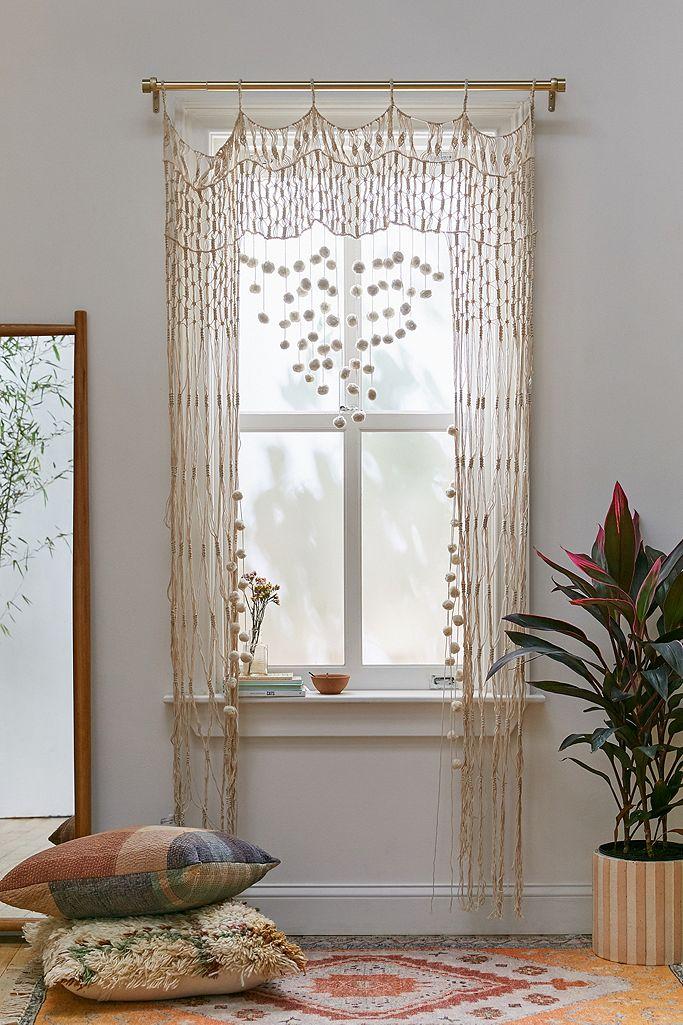 rideaux en macramé sur fenêtre style bohème