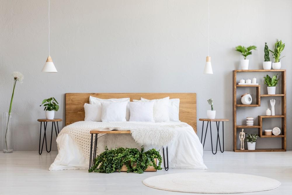 lit-blanc-dans-interieur-epure-clair