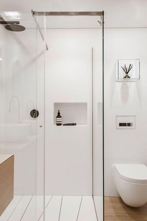 salle-de-bains-epuree-blanche