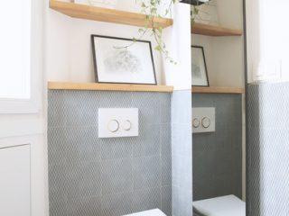 toilettes-en-blanc-avec-touches-de-bois