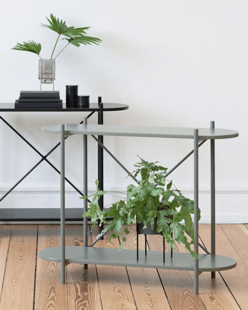 plante verte sur mobilier en métal vert