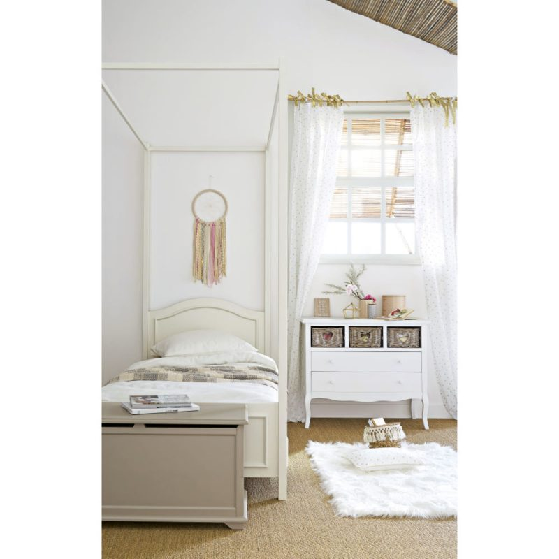 chambre enfant en blanc avec mobilier vintage