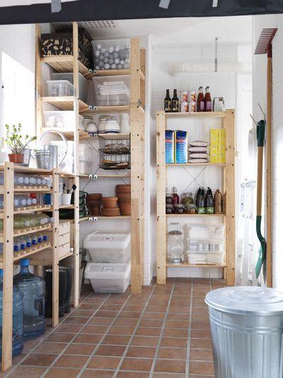 aménagement de cellier en bois dans un garage