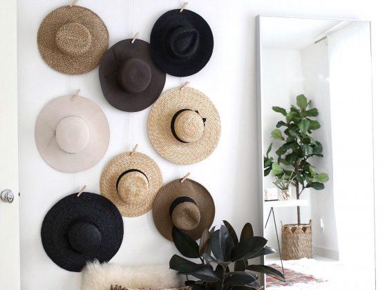 déco murale en chapeau de pailles dans chambre scandinave