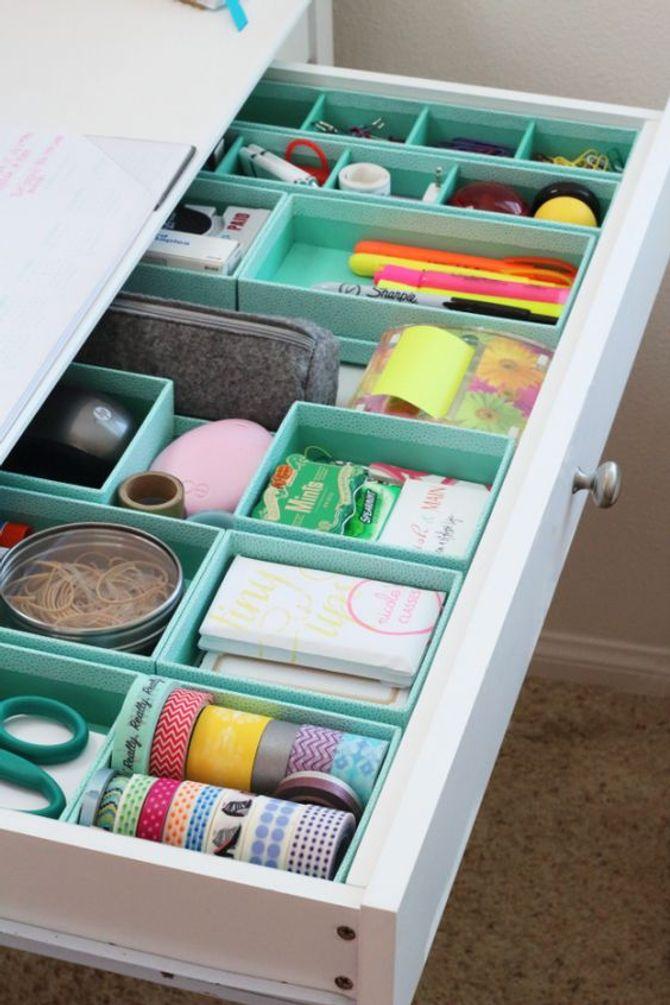astuce rangement bureau avec organisateur de tiroir sous forme de petites boites de rangement