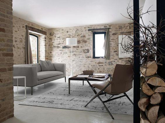 papier peint tendance effet mur en pierres dans un salon de style rustique