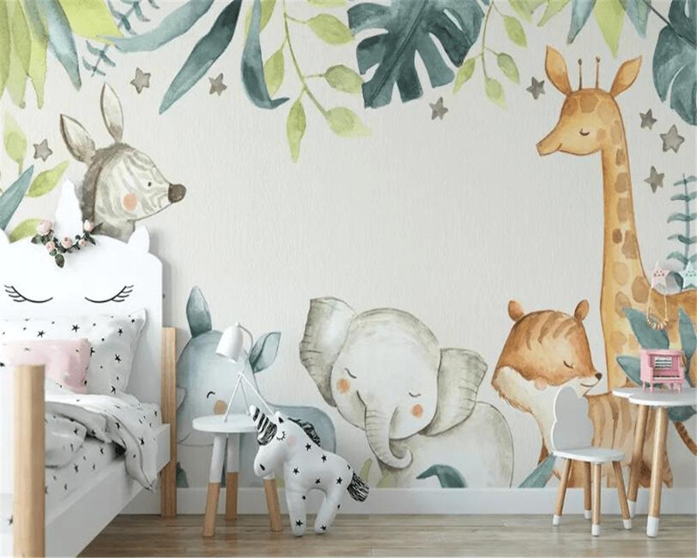 papier peint tendance représentant les animaux de la jungle en couleur dans une chambre enfant