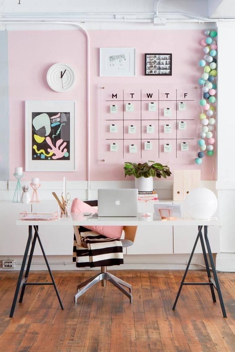 panneau mural rose pour accrocher des post it et objets déco