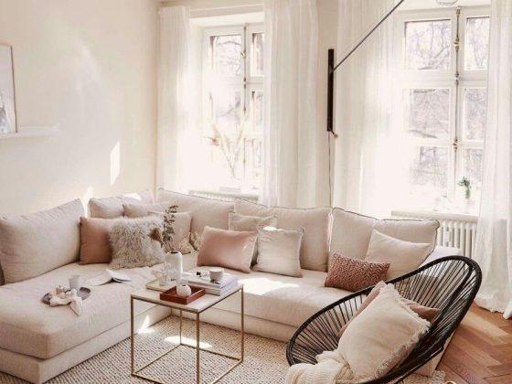 déco salon cosy chic avec canapé scandinave et meubles contemporains
