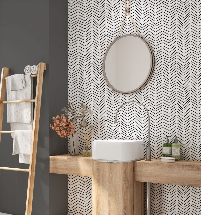 papier peint épuré à motifs uniformes dans une salle de bains fournies en bois brut style scandinave