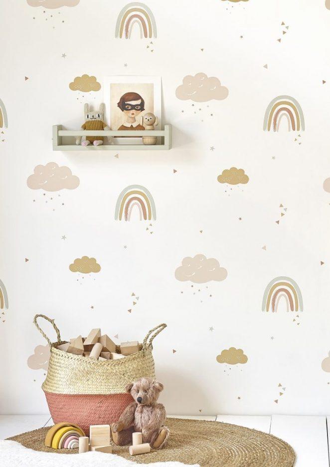 papier peint pour enfants en motifs discrets de nuages et de petits arcs-en-ciel