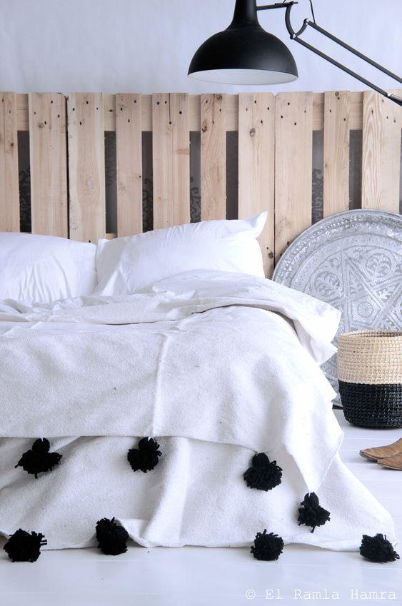 large tête de lit en palette en bois recyclé