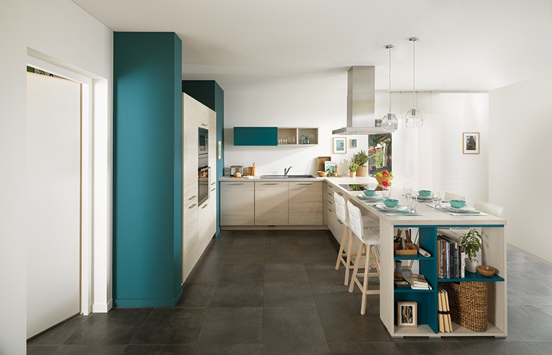 cuisine minimaliste en bois blanc et vert