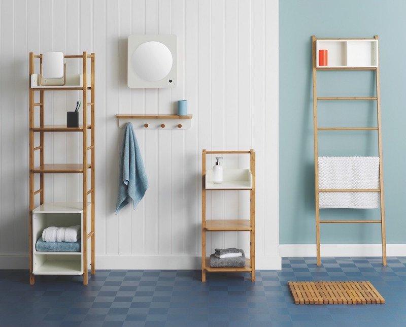 salle de bains minimaliste avec murs en vert et blanc et mobilier en bois
