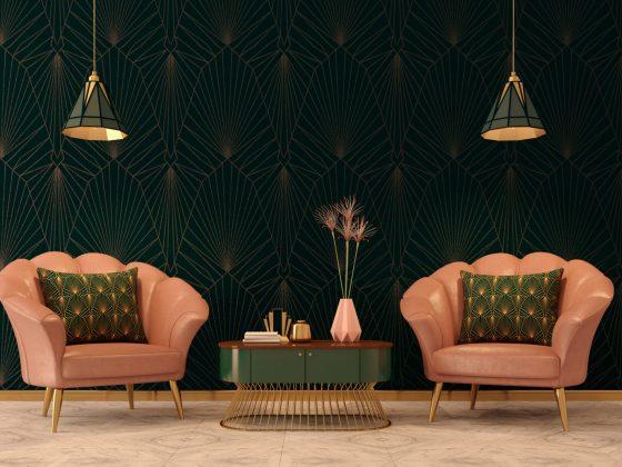 un salon art déco avec fauteuils roses et papier peint géométrique