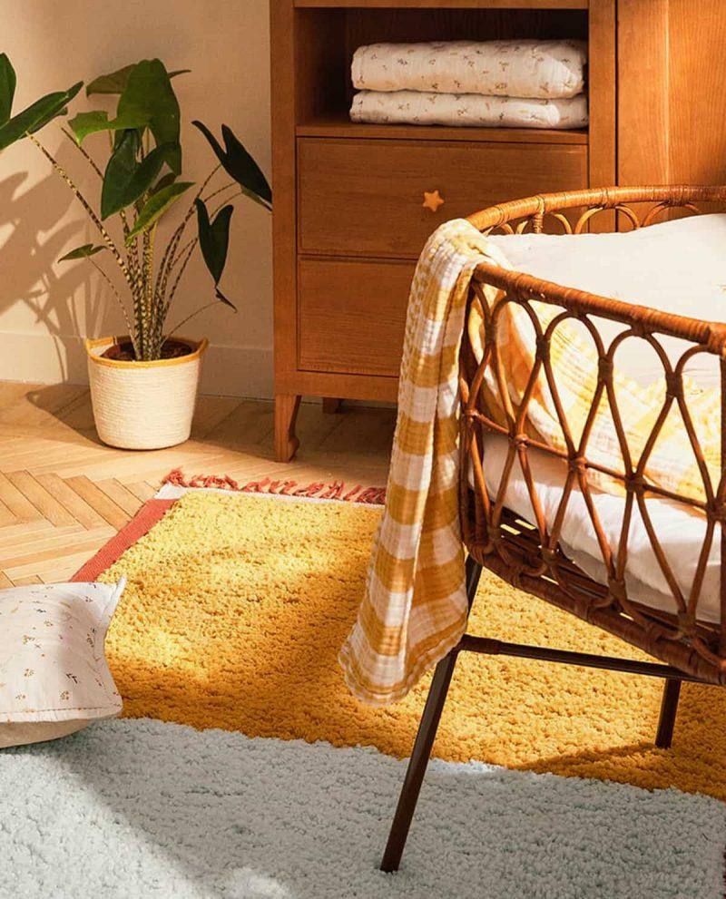 tapis jaune et blanc pour déco été