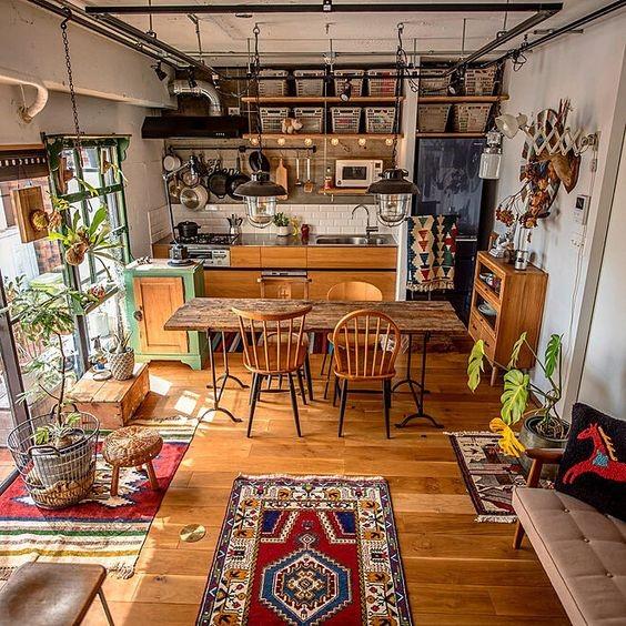 cuisine-et-salon-avec-tapis-en-motifs-ethniques