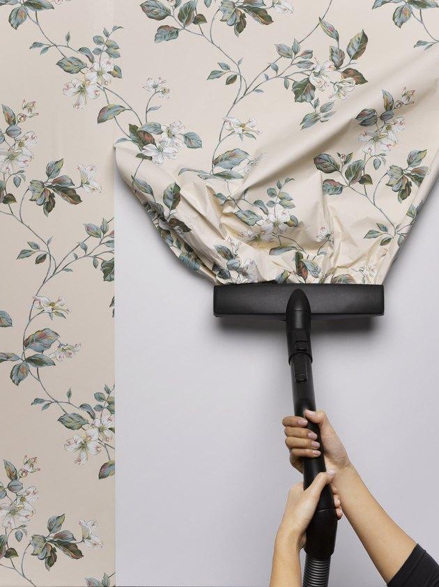 Bien préparer son mur pour y coller du papier peint